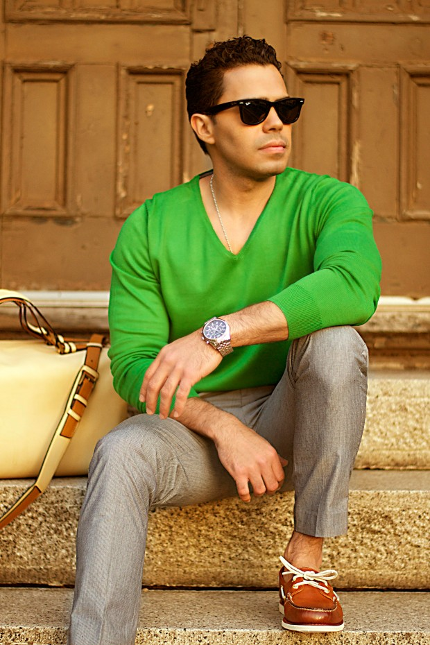 How to wear green sweater