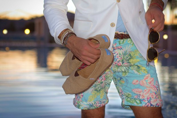 How to wear floral print shorts